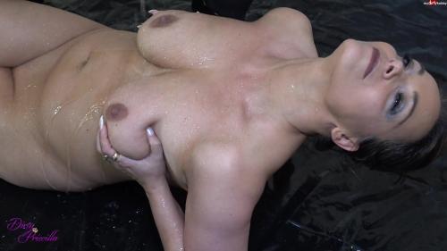 Dirty-Priscilla - Heisse NS Dusche von Freundin RosellaExtrem [FullHD 1080P]