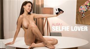 femjoy-19-07-20-alisa-i-selfie-love.jpg