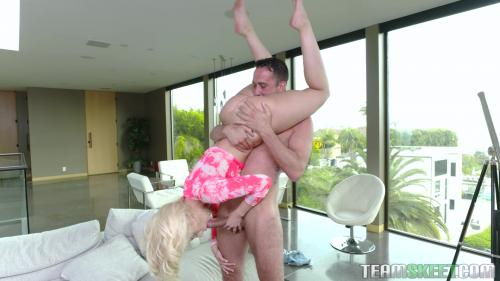 Allie Nicole Tiny Bounce And Bang [FullHD 1080P]